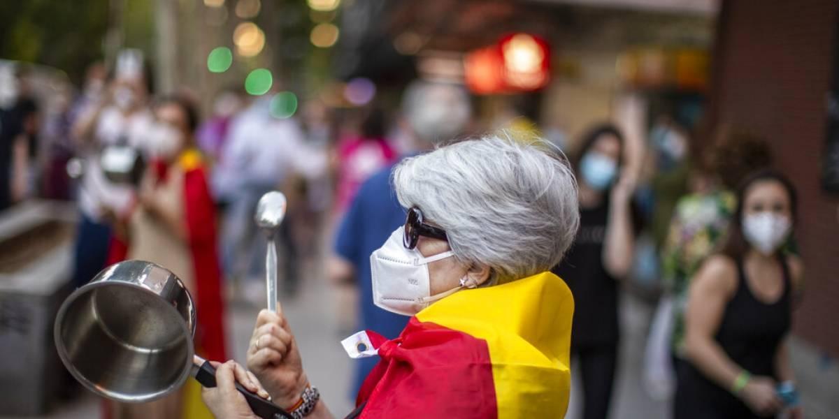 La gente no olvida la soberbia y la incompetencia: cientos de españoles salieron a las calles a protestas