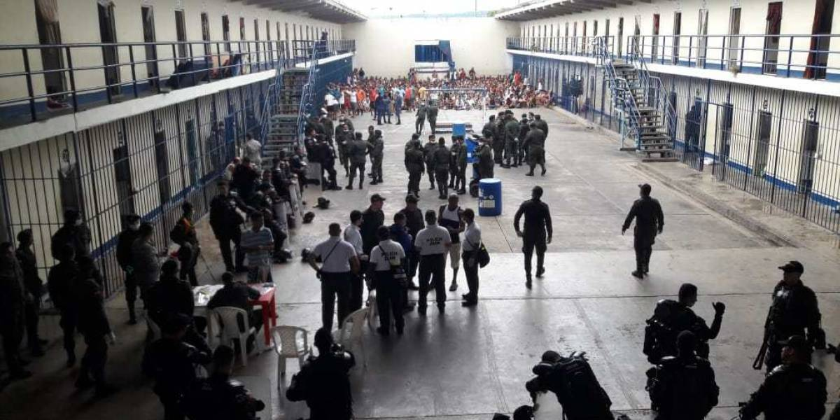 Confirman brote de coronavirus en 19 internos en una prisión