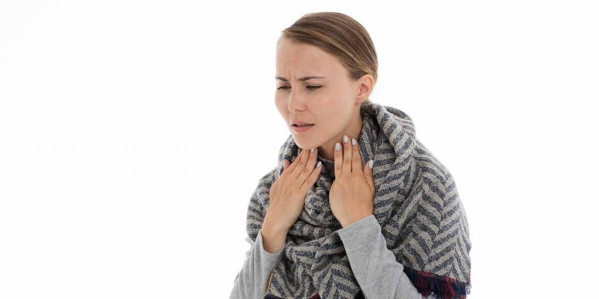 Alivia el dolor de garganta con gárgaras de bicarbonato