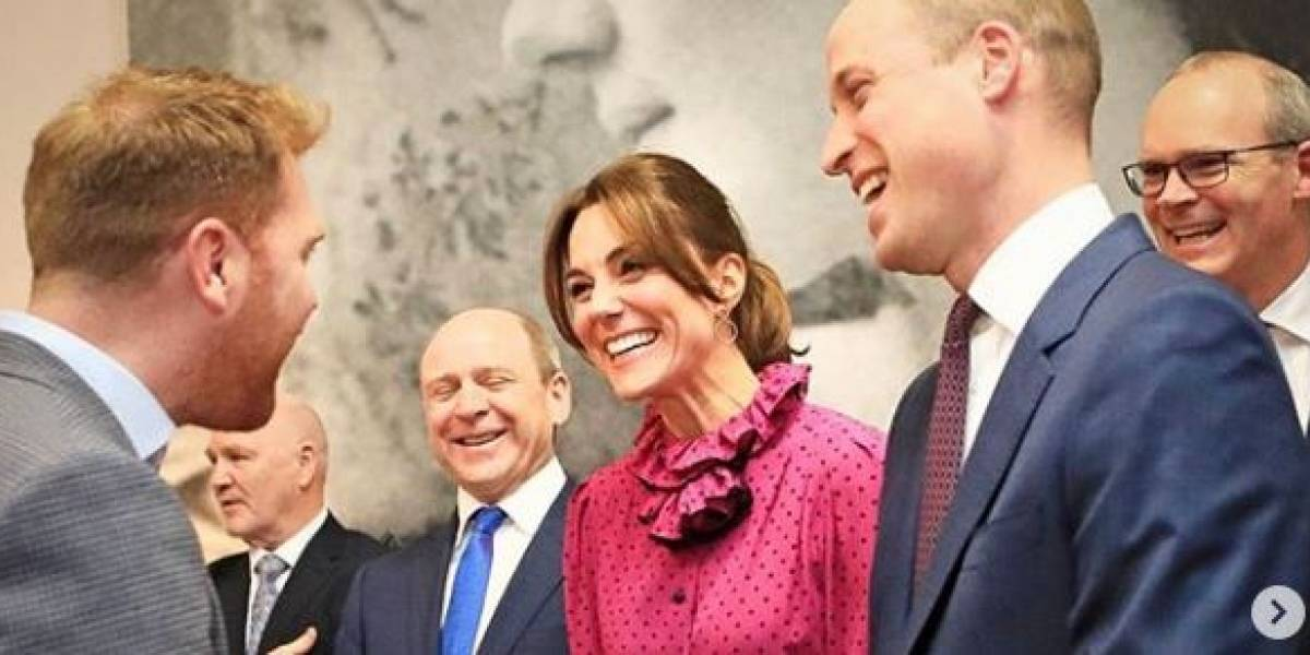 Kate Middleton impactó al llevar una mini falda con botas que dejaron sin aliento al príncipe William
