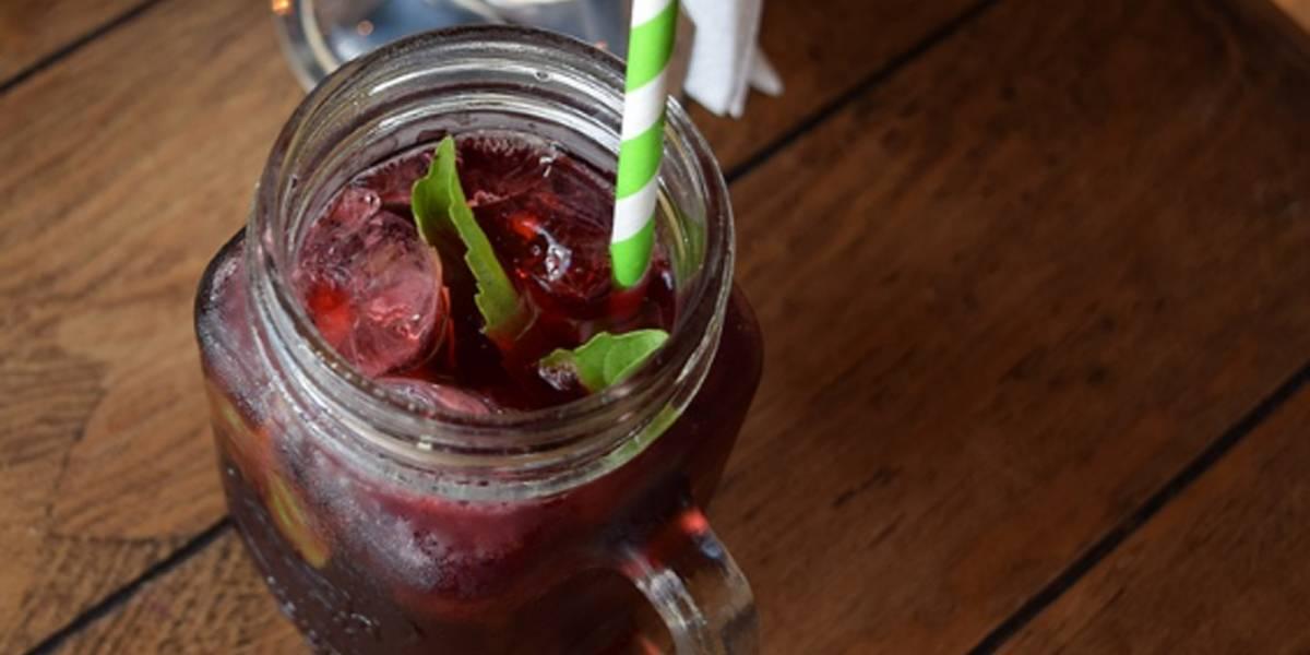 Agua de jamaica y jengibre: Limpia y refresca tu organismo con esta bebida