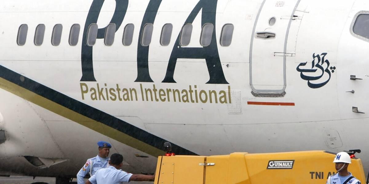 Avión con 99 pasajeros se estrella en Pakistán