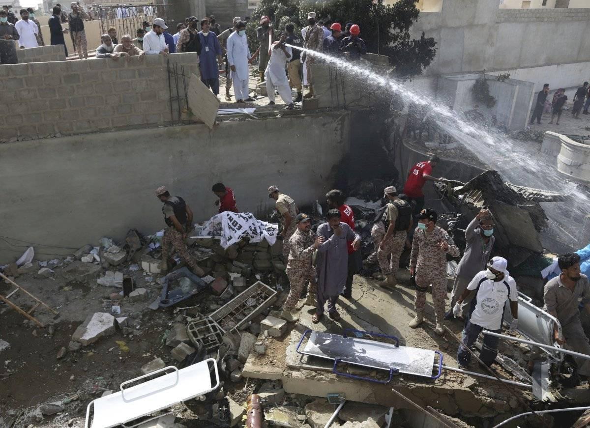 Escenas del accidente de avión en Pakistán