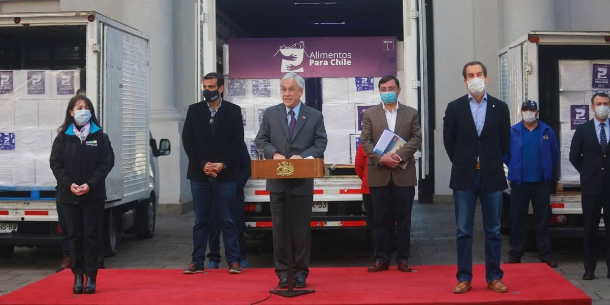 """Presidente Piñera inicia entrega de cajas de alimentos: """"Si bien no solucionan todos los problemas, van a significar un alivio"""""""