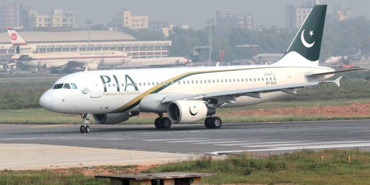 Un avión con 107 personas a bordo se estrelló en Pakistán