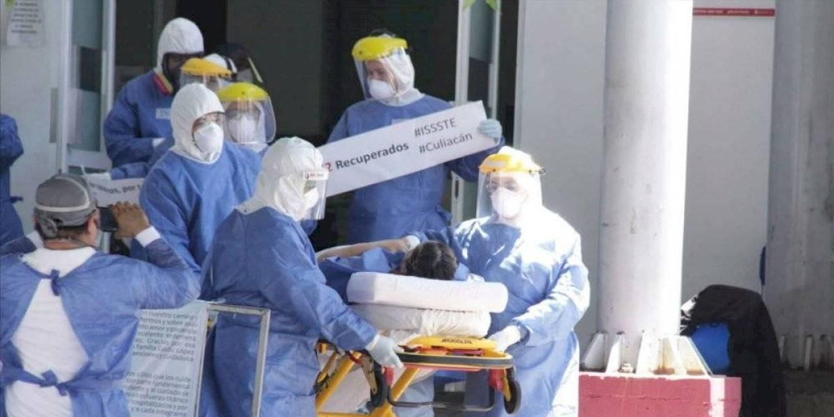 Reconocerán a 1,558 médicos y enfermeras con condecoración y dinero