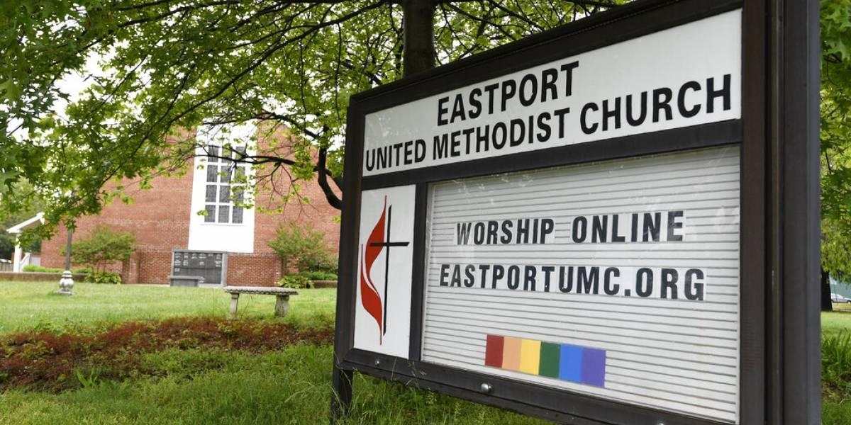 Pide Trump a gobernadores abrir los lugares de culto de inmediato