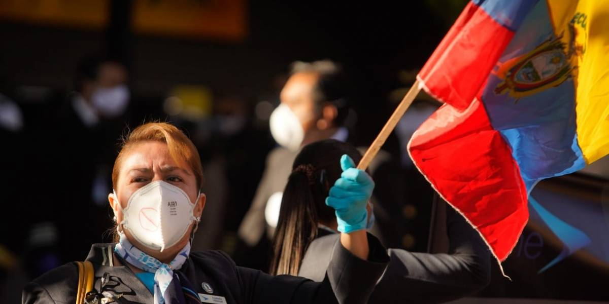 Plantón de los trabajadores de Tame en contra de la liquidación de la aerolínea
