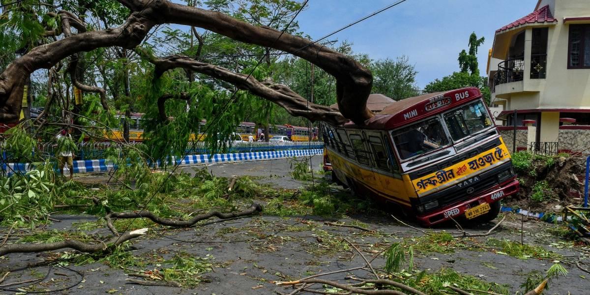 AMP-Clima.-El ciclón 'Amphan' deja ya más de 100 muertos en India y Bangladesh entre protestas por falta de agua potable