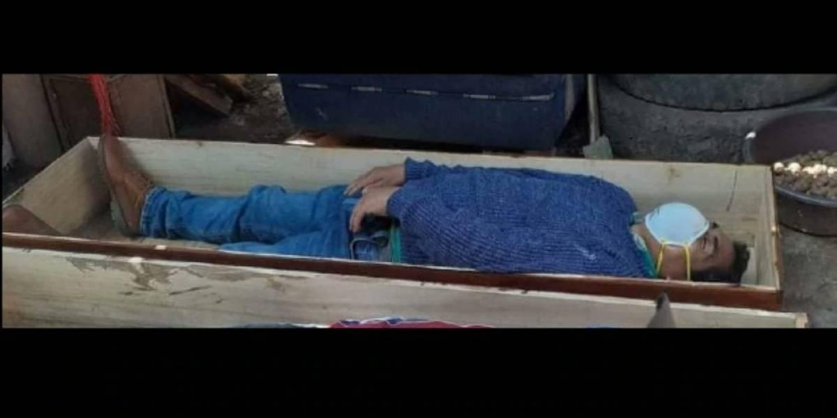 Alcalde en Perú viola la cuarentena y se hace el muerto acostándose en un ataúd