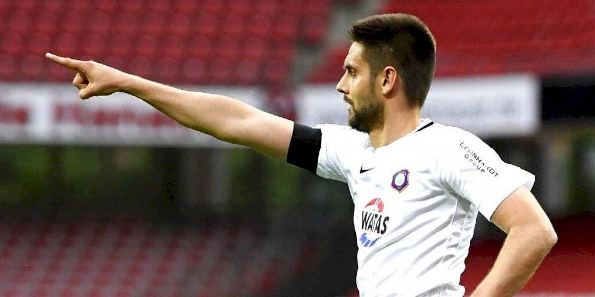 Por una buena causa: Futbolista en Alemania se olvida del distanciamiento social y celebra gol abrazando a chofer que le salvó la vida