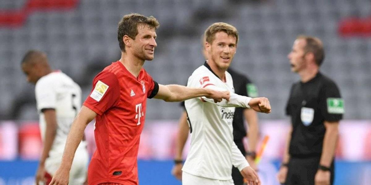 Bayern Munich aplastó al Frankfurt y se mantiene como líder en la Bundesliga