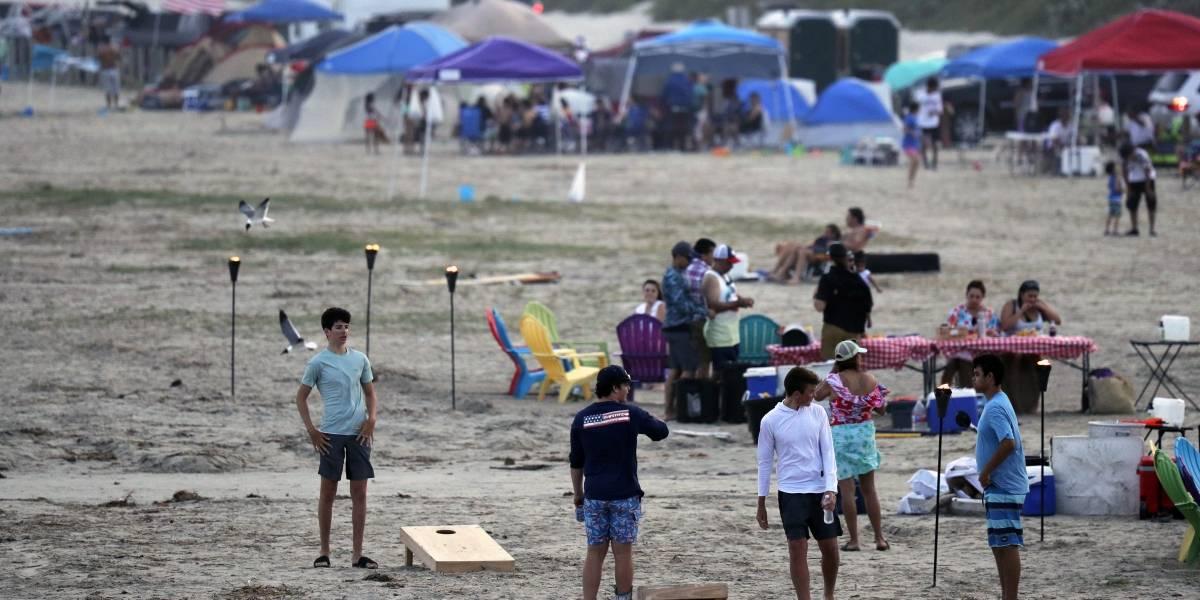 Abarrotan parques y playas en Estados Unidos durante el fin de semana largo