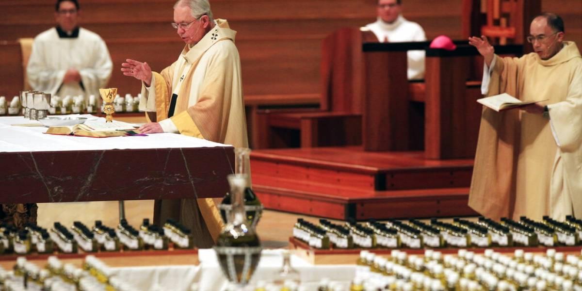 Nuevas normas exigen pocos feligreses y cantar menos en servicios religiosos en California