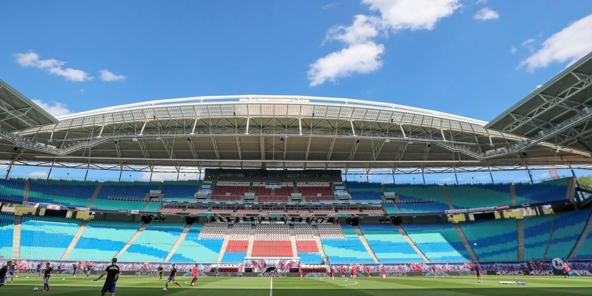 ¡Sorpresiva decisión! País europeo abrió al público estadios de fútbol, cines y teatros al aire libre