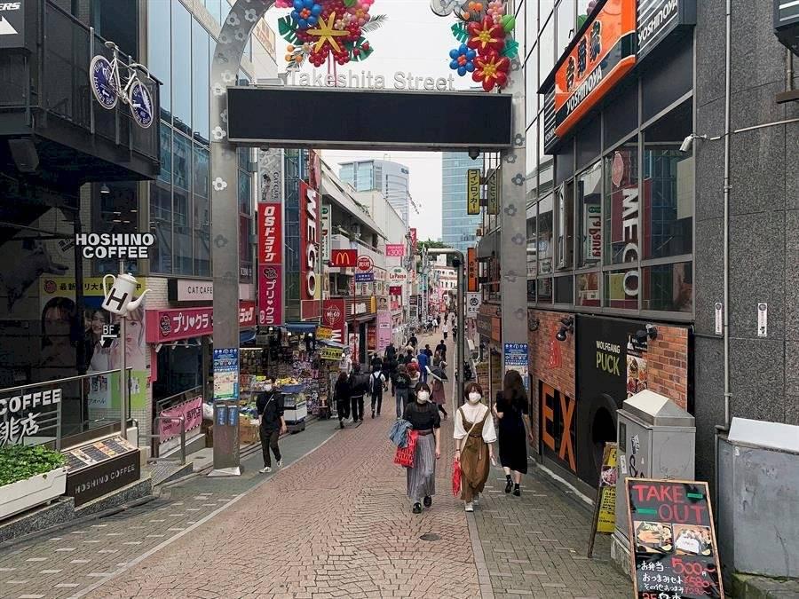 En Tokio también pueden abrir museos y bibliotecas o parques, además de bares y restaurantes pero con horarios limitados.