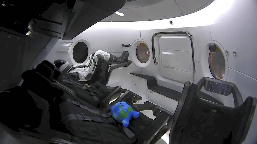 Interior de la cápsula Crew Dragon