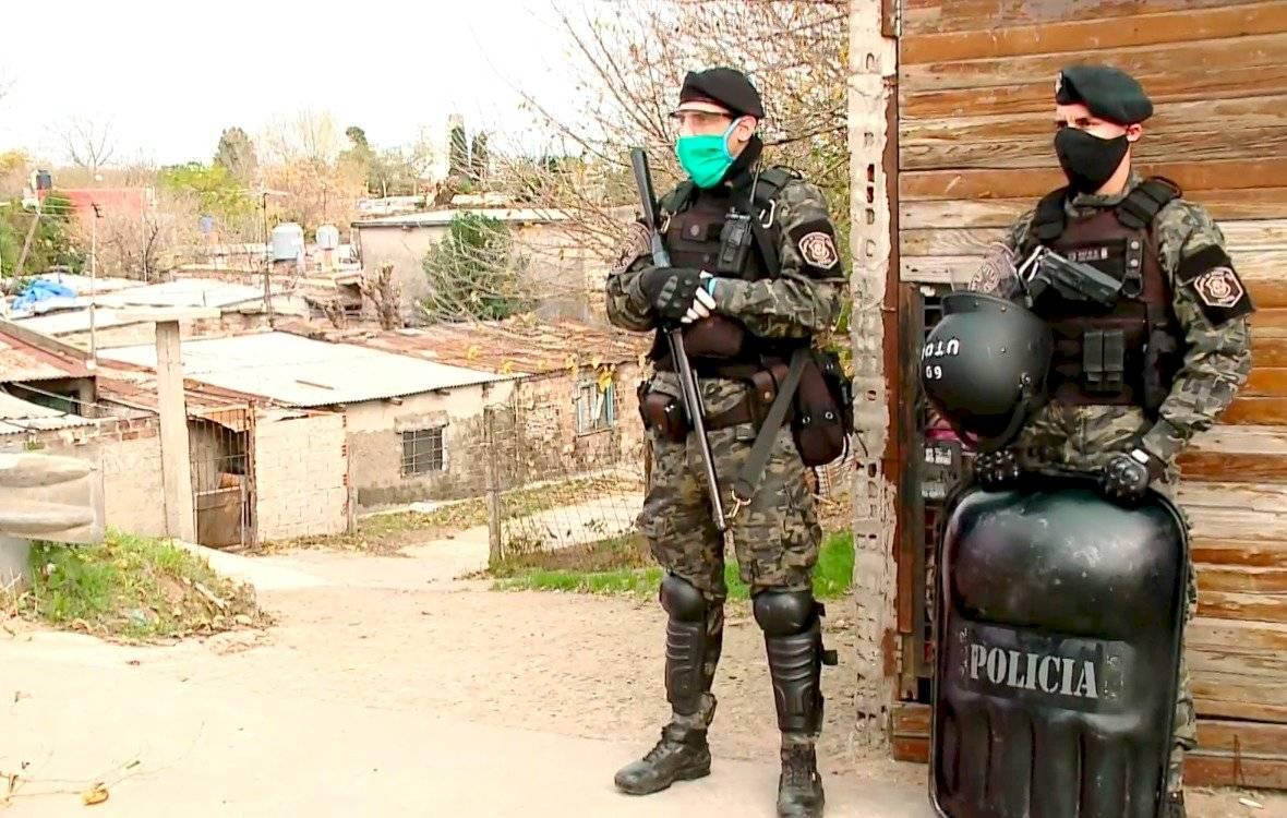 Autoridades argentinas aíslan barrio pobre tras detectar aumento de casos de Covid-19