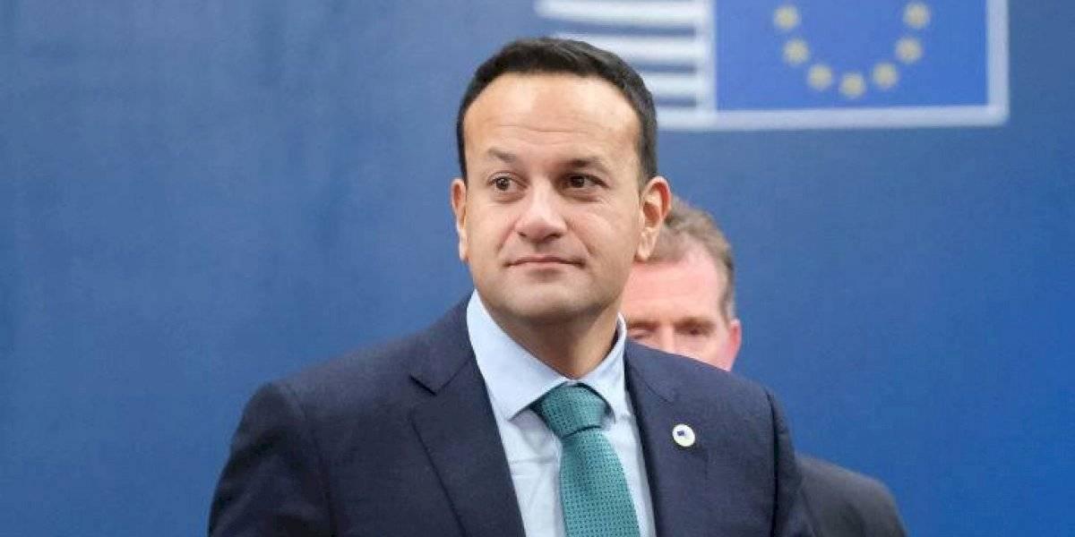 Acusan al primer ministro de Irlanda de romper medidas de confinamiento