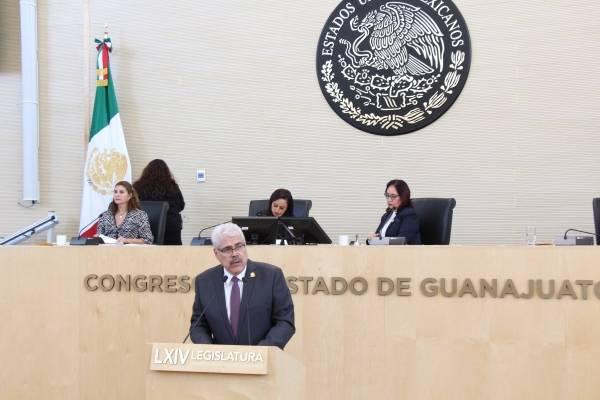 Raúl Humberto Márquez Albo de Morena, en contra.