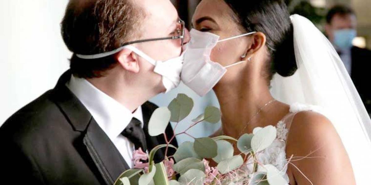 Cantones en 'amarillo' pueden reagendar matrimonios