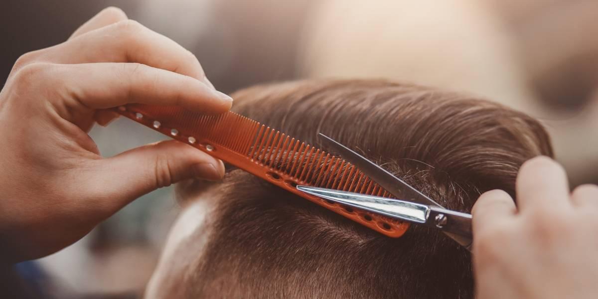 Dos peluqueros trabajaron con covid-19 y podrían haber contagiado a 140 personas