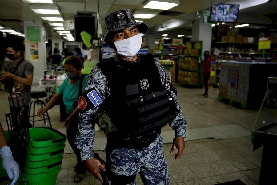 El sistema de salud salvadoreño opera al limite y el COVID-19 llega a las cárceles