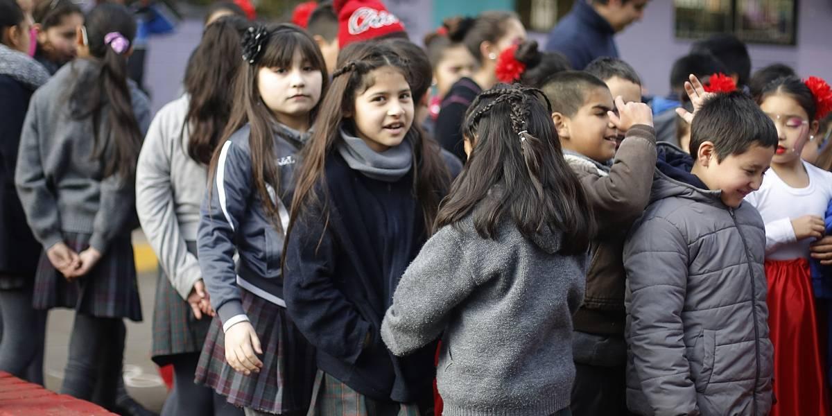 Lo que los niños más echan de menos del colegio: jugar con los amigos