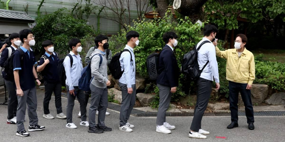 Justo en el día del regreso masivo a clases: Corea del Sur registra el mayor aumento de casos de covid-19 en casi dos meses
