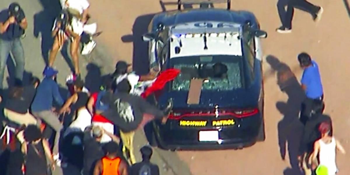 En Los Angeles atacan patrullas en protesta por violencia policial: a la gente se la acaba la paciencia