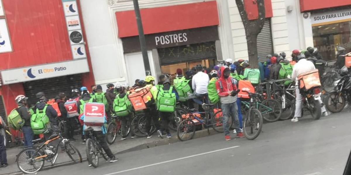 """Mejor pensarlo bien antes de pedir: denuncian aglomeración en delivery por """"Día de la hamburguesa"""""""