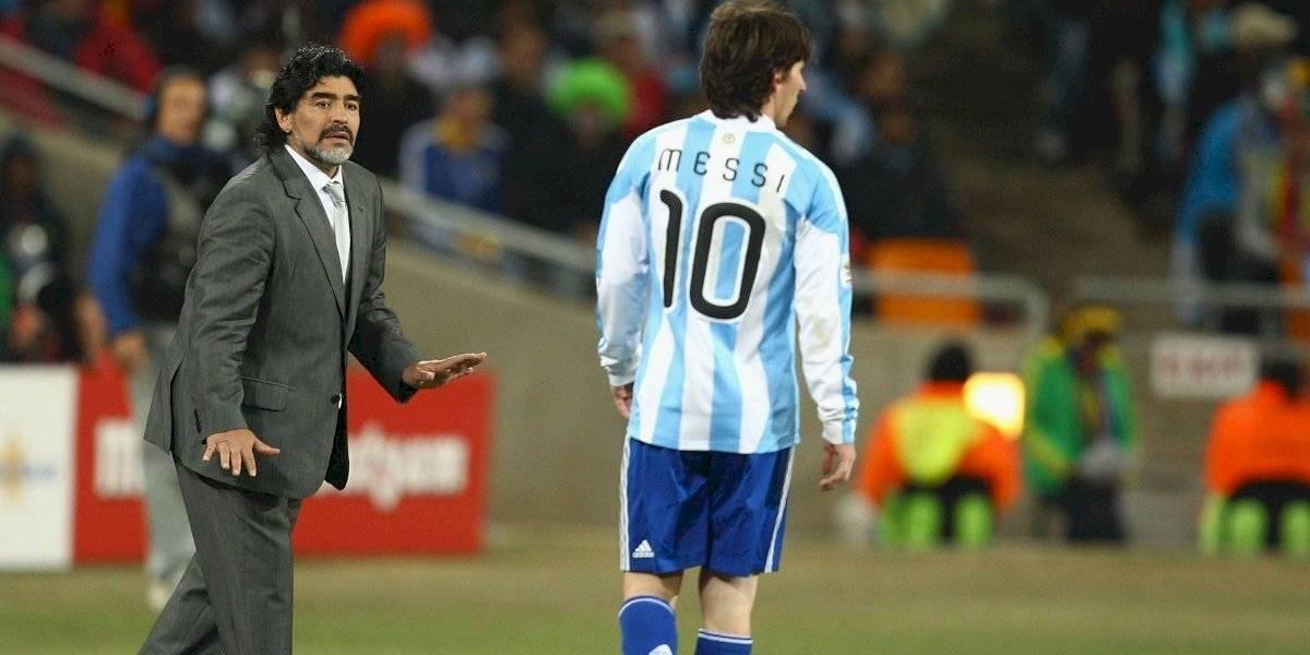 """Maradona le mandó un """"mensajito"""" a Messi y a los hinchas: """"la 10 va a ser siempre..."""""""