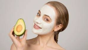Una mascarilla de aguacate te ayudará a tener la piel más hidratada