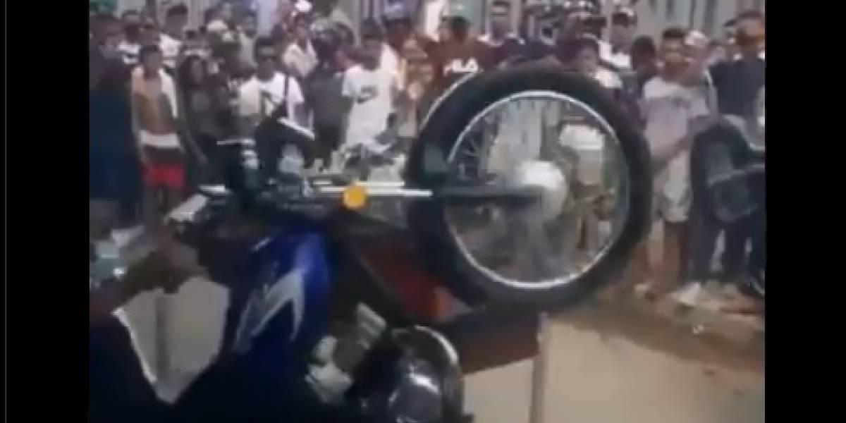 Con acrobacias en motos despidieron en su sepelio a presunto ladrón