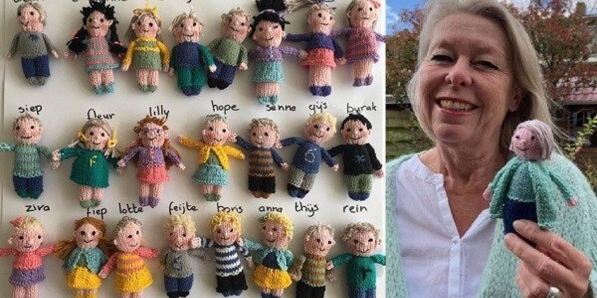 Esta sí que es profesora: tejió muñecos de lana para recordar a sus alumnos