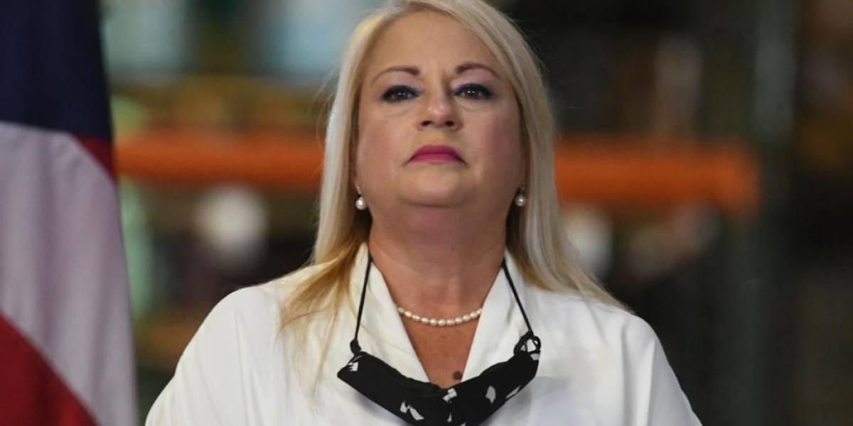 Gobernadora se expresa en contra de cargo por COVID en comercios