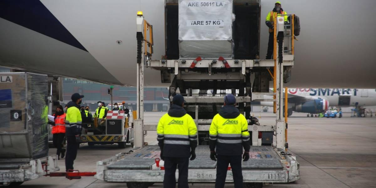Ministro Mañalich fue increpado por trabajadores del Aeropuerto