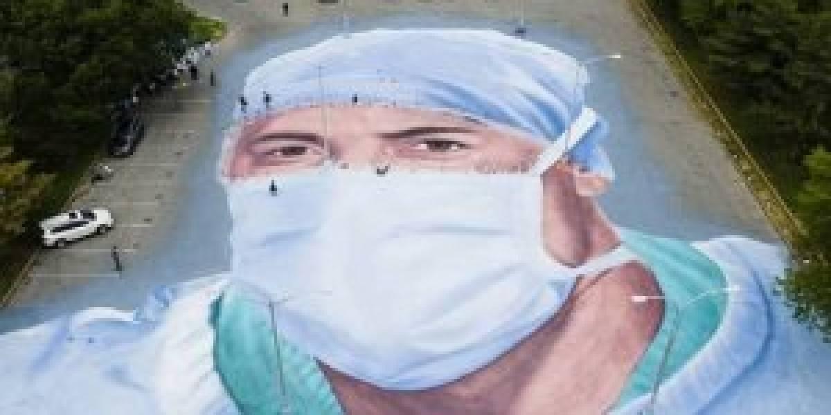 Una cancha entera para tu rostro: el homenaje de Nueva York al médico que murió combatiendo el coronavirus