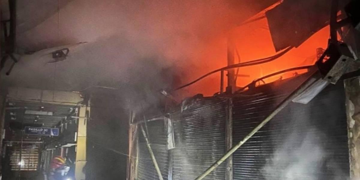 Se reportó incendio en Centro Comercial Hermano Miguel en Quito