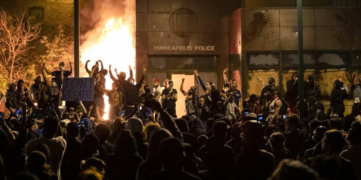 Alcalde de Minneapolis impone toque de queda ante violentas protestas