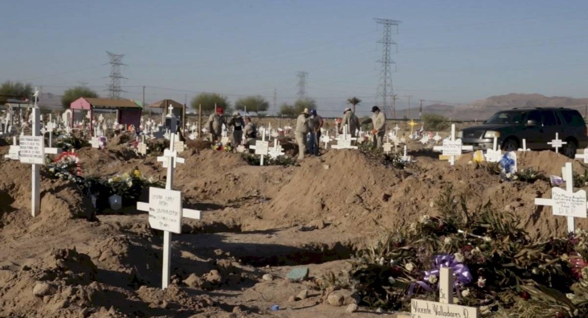 Cavan nuevas tumbas en el cementerio de Mexicali por aumento en casos de coronavirus