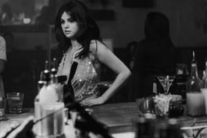 Selena Gomez impacta con unos mini shorts 'cacheteros' de mezclilla
