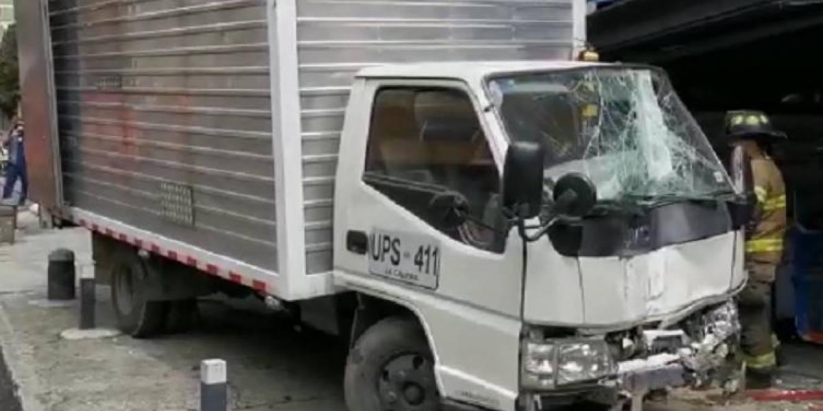 Camión sin frenos se estrelló contra local en Chapinero