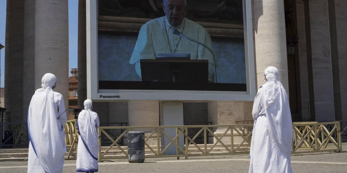 Papa Francisco da misa especial con más de 100 invitados