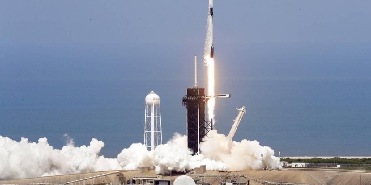 SpaceX y la NASA hacen historia con primer vuelo privado