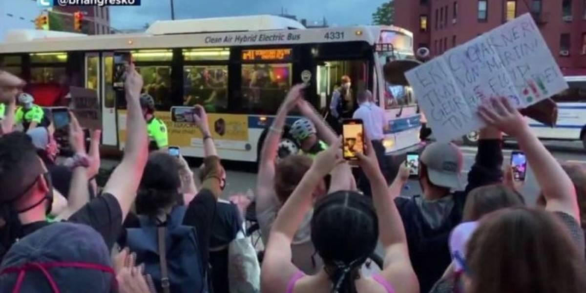 Nueva York: Los conductores de autobuses se niegan a transportar policías y detenidos