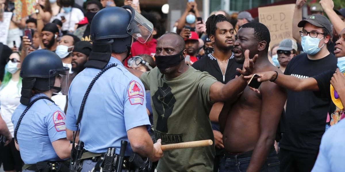 Dañan monumentos confederados en protestas a favor de Floyd
