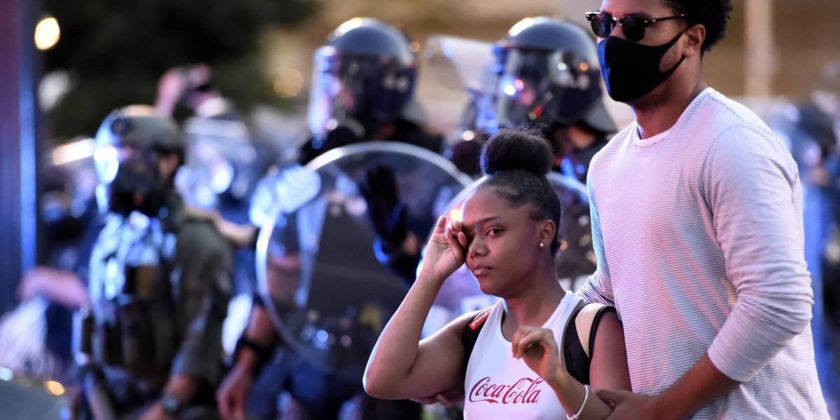 Despiden a 2 policías en Atlanta por uso excesivo de la fuerza