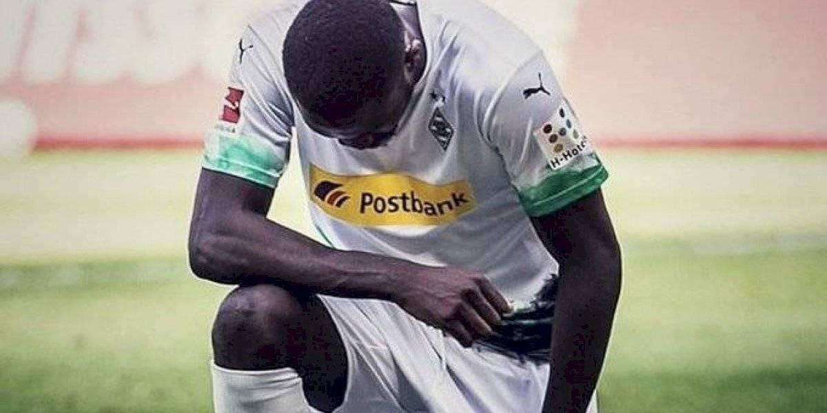 El festejo contra el racismo que da la vuelta al mundo — Bundesliga