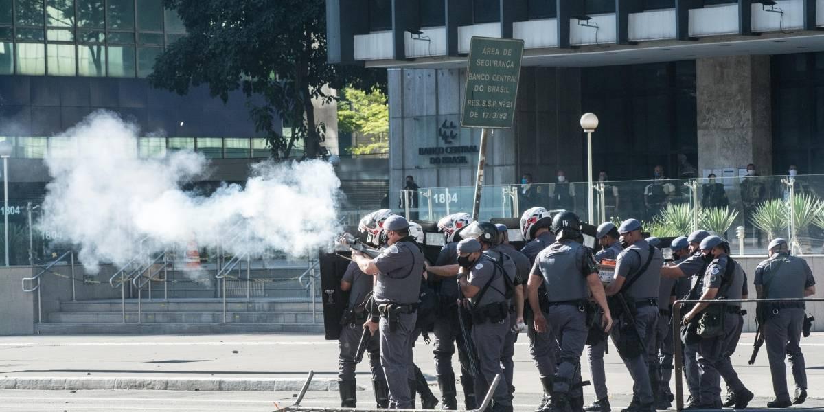 Cinco manifestantes são presos em ato pró democracia na avenida Paulista